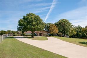 104 S Hampton Rd, Oak Leaf, TX 75154