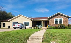 901 W Wrights Ave, Comanche, TX 76442