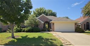 333 Parkview Dr, Hurst, TX 76053