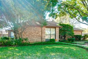 2210 woodmont ct, arlington, TX 76017