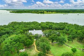 297 Lake Point Cir, Tioga, TX 76271