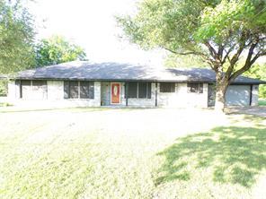 1025 Country Ln, Oak Ridge, TX 75142