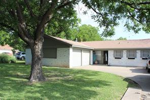 916 W Walnut St, Coleman, TX 76834