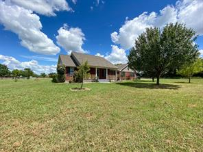 105 Red Oak Ln, Trenton, TX 75490