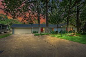 190 Lake Dr, Enchanted Oaks, TX 75156