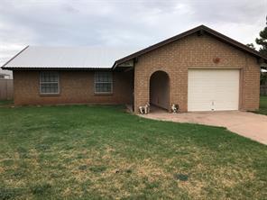 706 N Charles St, Seymour, TX 76380