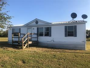 647 COUNTY ROAD 26700, Petty, TX 75470