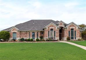 915 Shady Vale Dr, Kennedale, TX 76060