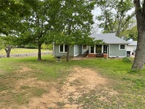 402 S New Hope Rd, Kennedale, TX 76060