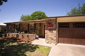 1406 Jackson St, Bowie, TX 76230