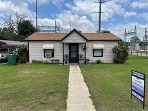 709 S Santa Fe St, Santa Anna, TX 76878