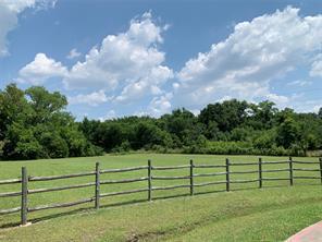 17 Mustang Ct, Lavon, TX 75166