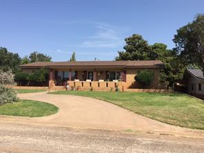 901 E Burnside St, Rotan, TX 79546