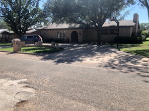 902 E Johnston St, Rotan, TX 79546